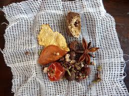 verse specerijen op kaasdoek