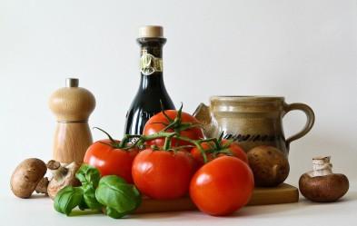 bas tomaten en basilicum foto1